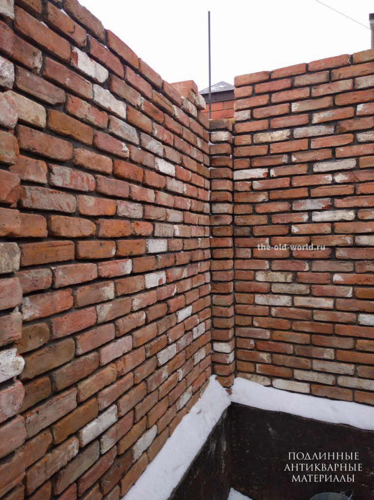 стена из старинного кирпича